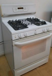 Cuisinière au gaz Self clean en excellente condition