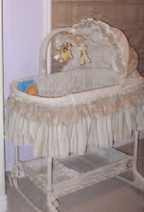 BILY Bassinet 2 in 1 with storage basket (Mint Condition)