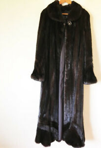 LUXURIOUS FULL LENGTH MINK COAT