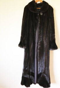 LUXURIOUS MAHAGONY MINK COAT!