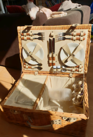 Picnic Basket with Cooler (Trad. Wicker, Ceramic Plates, SS Cutlery )