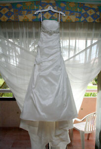 Diamond White Taffeta Strapless Wedding Dress
