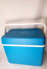 LARGE 28L BLUE CAMPING GAZ ISOTHERME COOL BOX