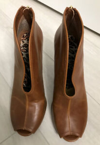 Mint Condition (New)- COSMOPLITAN Shoes (Brown)