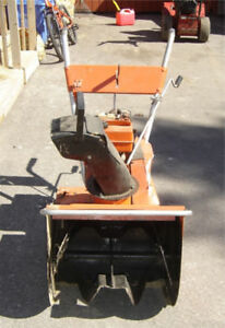 5HP self propelled Snowblower - Electric Start - works great
