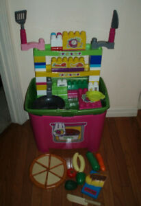 Mega Bloks Kitchen Set with Play Food