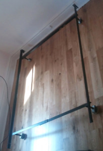 Adjustable bed frame (double or twin)
