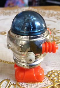 VTG ROBOT TOMY 1977 WALKING MINIATURE SPACE WIND UP TOY Gatineau Ottawa / Gatineau Area image 5