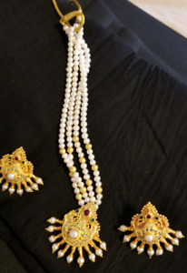 22KARAT GOLD MINAKARI NECKLACE WITH PEARLS WEIGHT 40 GRAMS.