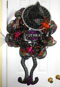 WICKED WITCH HALLOWEEN DECO MESH WREATH