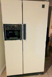 Réfrigérateur 25 pi 3 de marque G.E. Saguenay Saguenay-Lac-Saint-Jean image 1