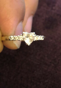 Heart shaped Cubic Zirconia with 6 diamonds on the side - 10k