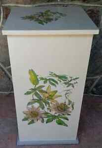 Pedestal Storage Stand Wood with Flowers Transfer (PIERREFONDS)