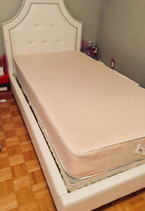 Upholster princess all white twin bed with mattress&Boxspring!!