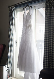 White lace v-neck wedding dress size a-line