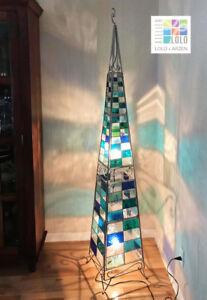 Lampe vitrail artisanal. Artisan stained glass lamp.