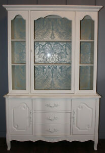 GORGEOUS FRENCH PROVINCIAL DISPLAY CABINET