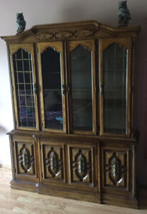 CHINA CABINET HUTCH WITH LIGHT & DRAWERS / EXCELLENT CONDITION