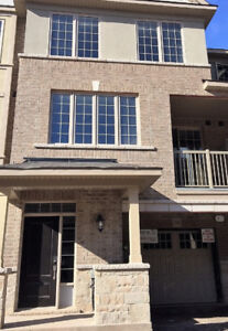 UPGRADED TOWNHOUSE FOR LEASE IN OAKVILLE!