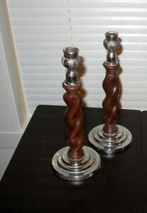 Chandeliers vintage en bois et éteint  5$
