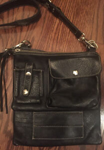ROOTS Tribe Leather Cross Body Bag Black I Ship
