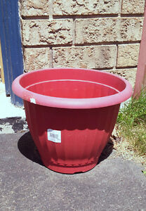 Red round planter pot decorative indoor outdoor use London Ontario image 2