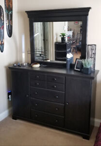 Black Dresser & Night Table Bedroom 3 pc Package **Like New**