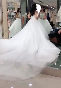 Gorgeous wedding dress for sale- Veil included