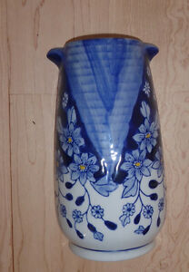 Small blue ceramic vase to hang on wall Kitchener / Waterloo Kitchener Area image 1