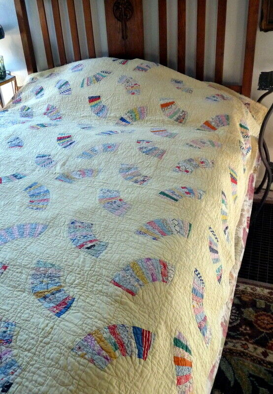 LOVELY 1930s FAN Quilt Feedsack With Decorative Stitching