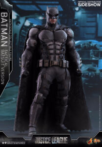 PREORDER IN STORE Hot Toys 1/6 Batman - Justice League
