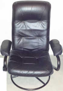 BLACK OFFICE CHAIR, OFFICE DESK CHAIR (POSSIBLE LEATHER)