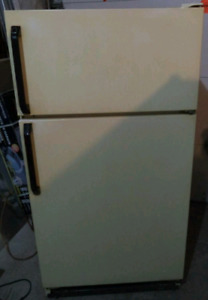 KENMORE FRIDGE FOR SALE!
