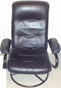 MINT CONDITION BLACK CHAIR