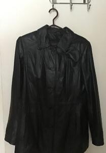 Manteau noir en cuir véritable