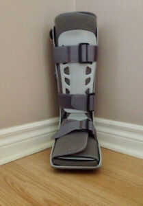 Large- Aircast Walking Boots ( Best Offer)
