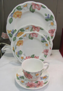 30pc Johnson Brothers England Dinner Set - Service for 6