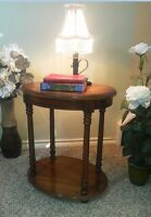 Immaculate & Charming! 1-Tier Stained Side Table / Night Stand