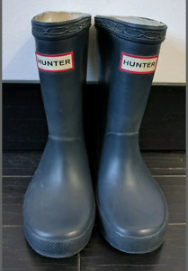Childrens navy Hunter rubber boots size 7