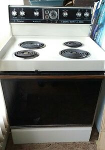 30 INCH  ELECTRIC STOVE WITH SELF CLEANING OVEN.