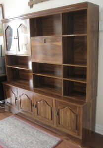 Nice wall unit / Belle biblioteque