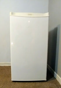 Mini Fridge, very good condition