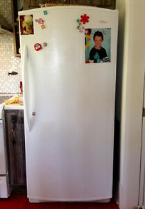 refrigirateur 17.7 pied cube blanc comme neuf