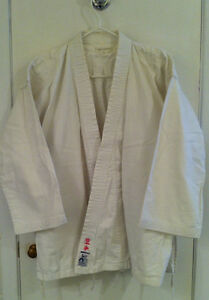 Karate gi clothing suit sparring gloves vêtements karate West Island Greater Montréal image 1