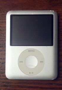 4 GB 3rd Generation iPod Nano for parts