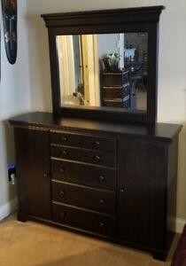 2 Piece Black Bedroom Dresser/Mirror **Excellent condition**