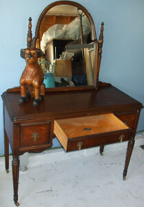 Antique Vanity With Mirror Bell Southhampton Furniture Co.