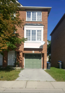 3 Bedroom Townhouse for Rent in Prime Location Mississauga