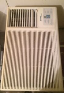9,000 BTU air conditioner/climatiseur