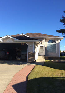 Bi-level House for rent 34 St and 38 Ave T6L6T6 Edmonton